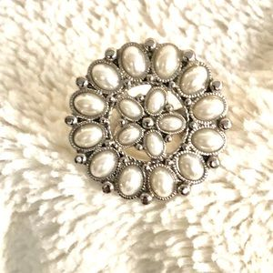 Jewelry - Xtra Large Pearl Fashion Ring